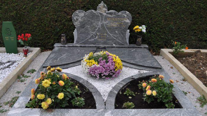 Dvojni nagrobni spomenik 67