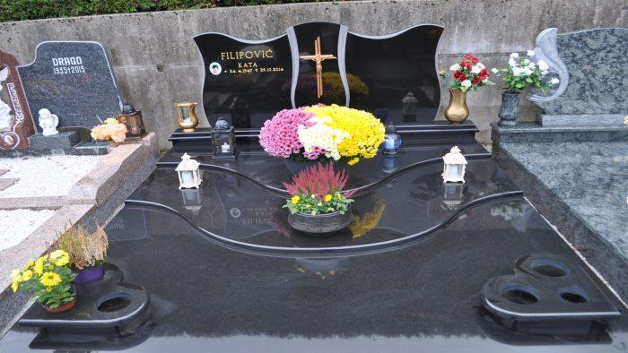 Dvojni nagrobni spomenik 47