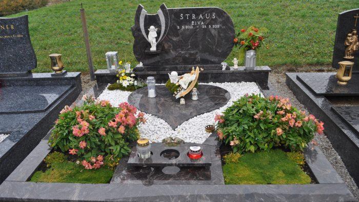 Dvojni nagrobni spomenik 48