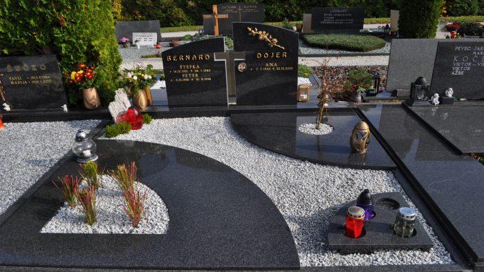 Dvojni nagrobni spomenik 49