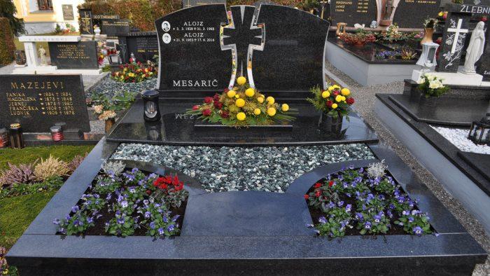 Dvojni nagrobni spomenik 60
