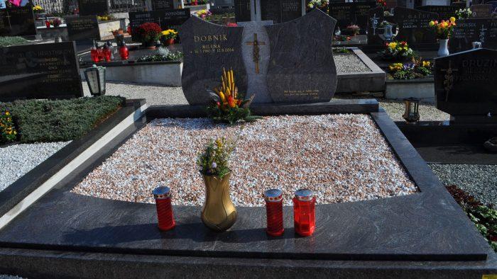 Dvojni nagrobni spomenik 6