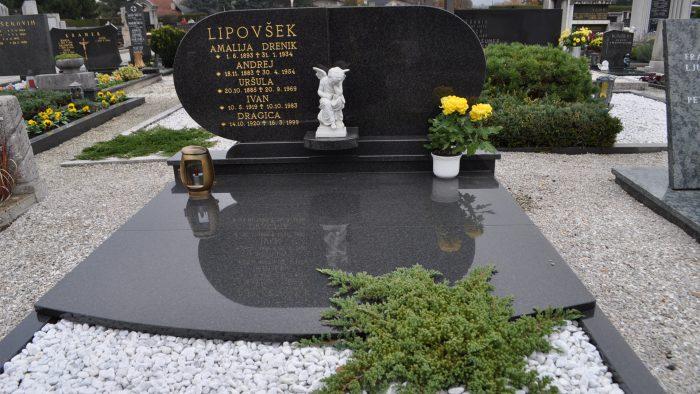 Dvojni nagrobni spomenik 52