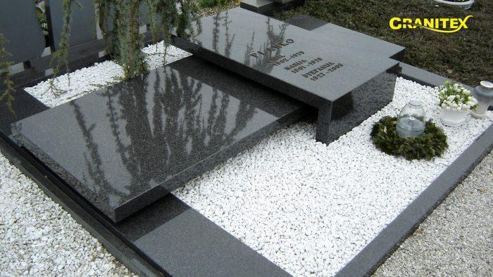 Dvojni nagrobni spomenik 46