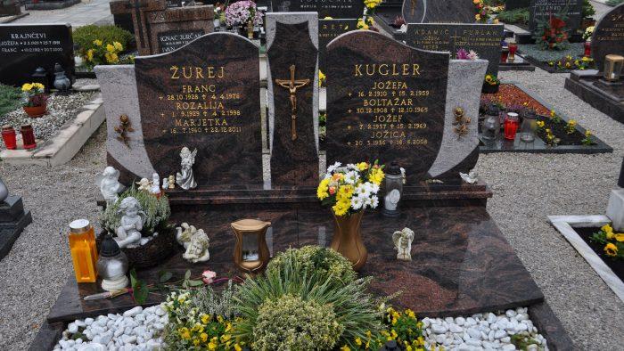 Dvojni nagrobni spomenik 43