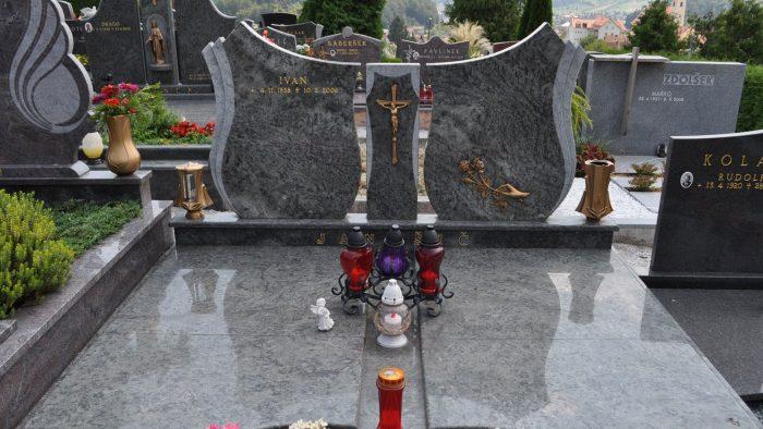 Dvojni nagrobni spomenik 33