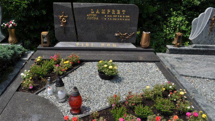 Dvojni nagrobni spomenik 29
