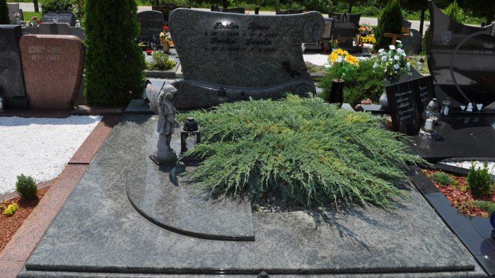 Dvojni nagrobni spomenik 15