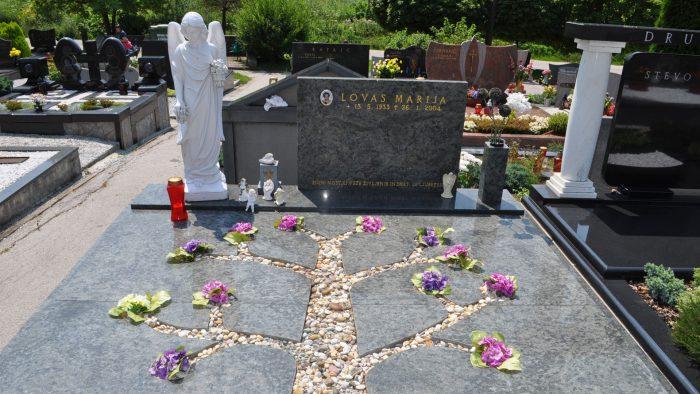Dvojni nagrobni spomenik 13