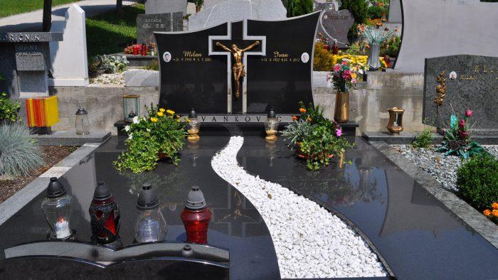 Dvojni nagrobni spomenik 11