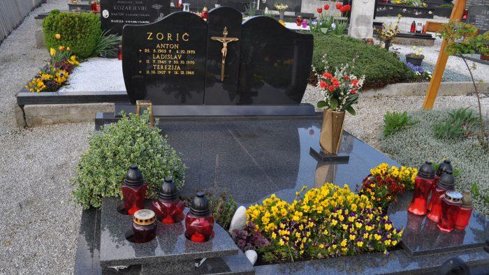 Dvojni nagrobni spomenik 38