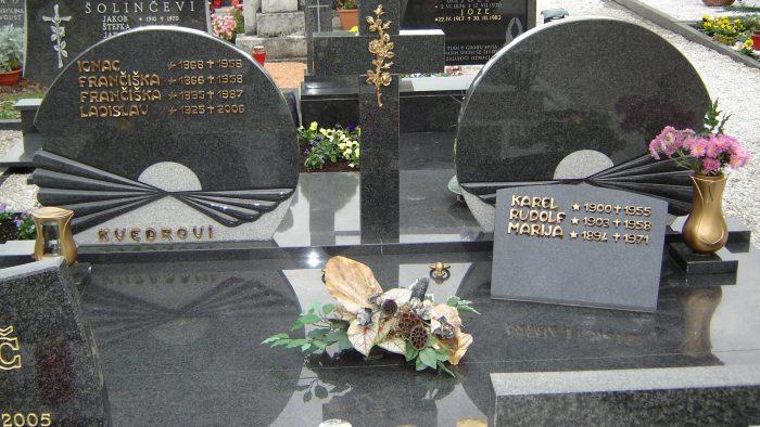 Dvojni nagrobni spomenik 35