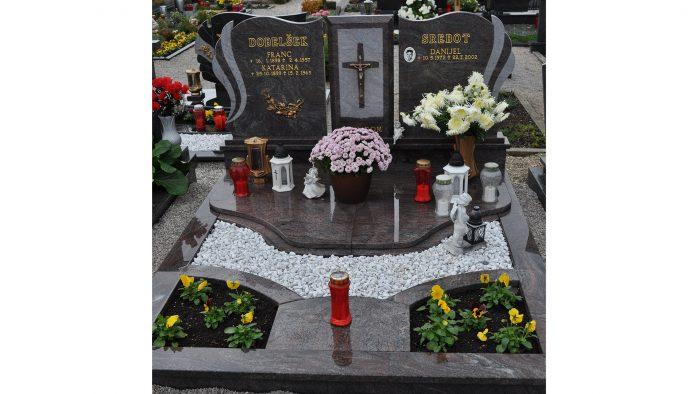 Dvojni nagrobni spomenik 24