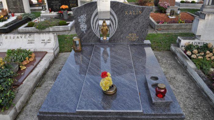 Dvojni nagrobni spomenik 9