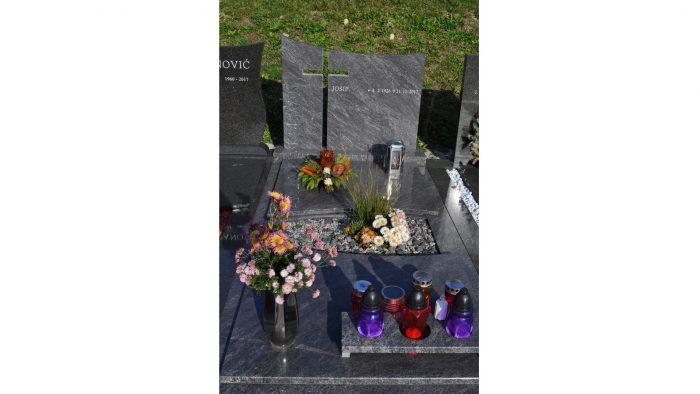 Enojni nagrobni spomenik 7