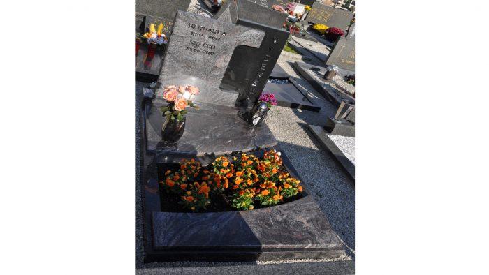Enojni nagrobni spomenik 5