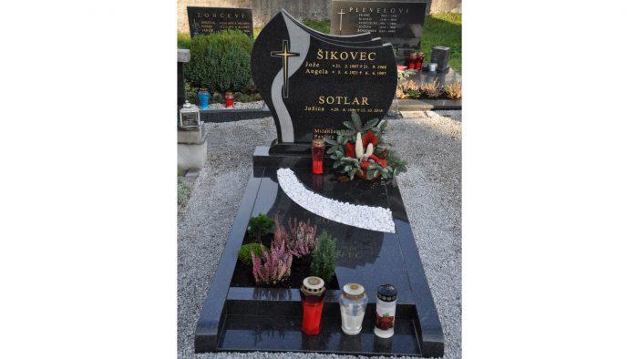 Enojni nagrobni spomenik 1