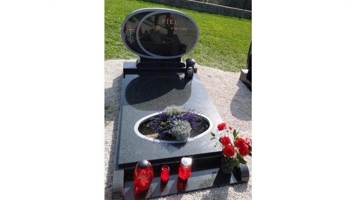 Enojni nagrobni spomenik 10