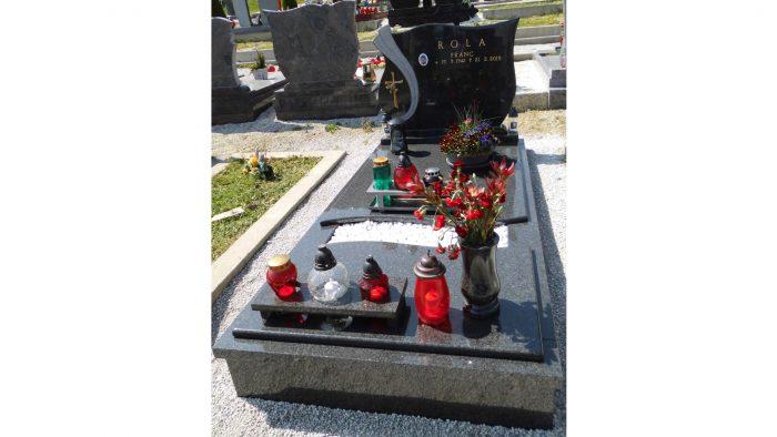 Enojni nagrobni spomenik 11