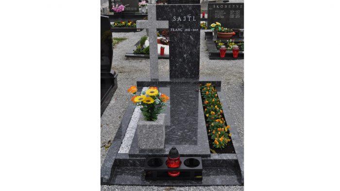 Enojni nagrobni spomenik 12