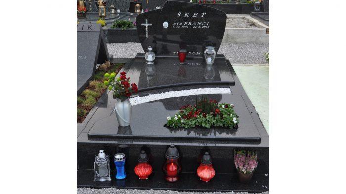 Enojni nagrobni spomenik 14