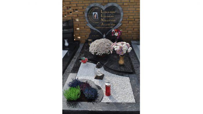 Enojni nagrobni spomenik 16