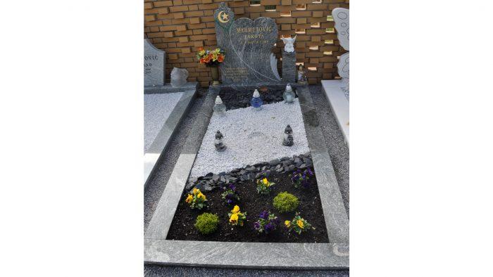 Enojni nagrobni spomenik 17