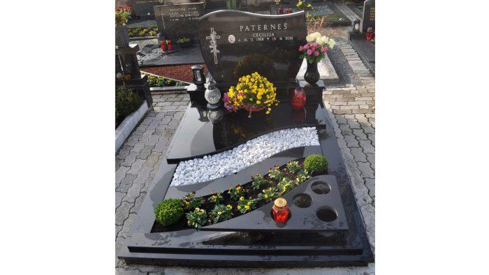 Enojni nagrobni spomenik 20