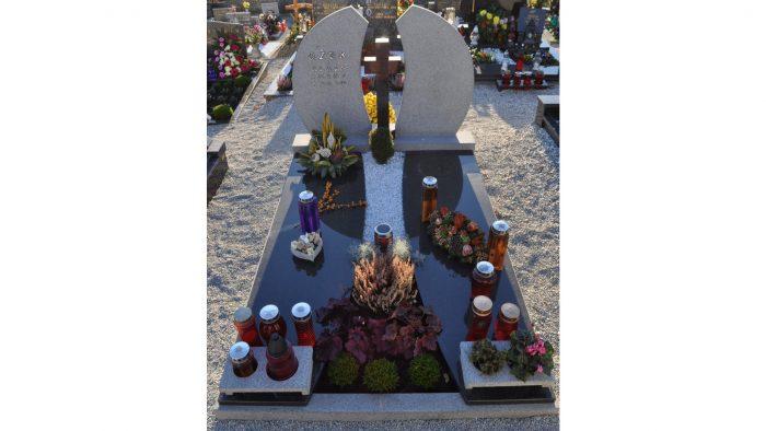 Enojni nagrobni spomenik 22