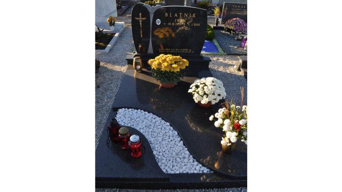 Enojni nagrobni spomenik 23