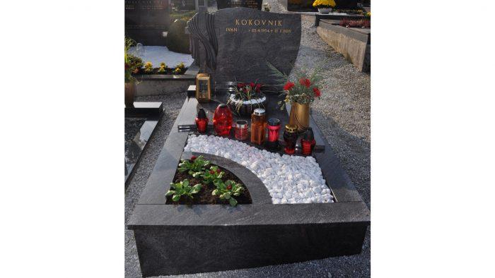 Enojni nagrobni spomenik 27