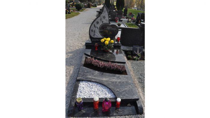 Enojni nagrobni spomenik 32
