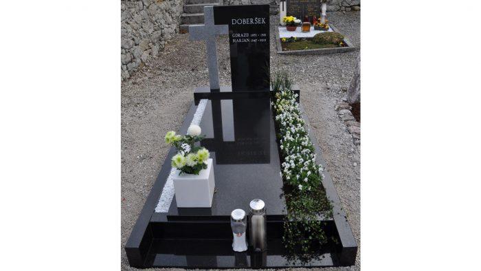 Enojni nagrobni spomenik 34