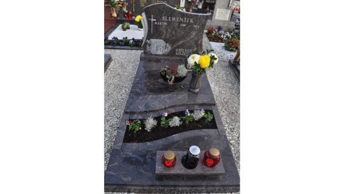 Enojni nagrobni spomenik 36