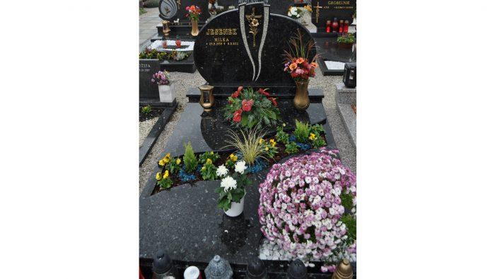Enojni nagrobni spomenik 40