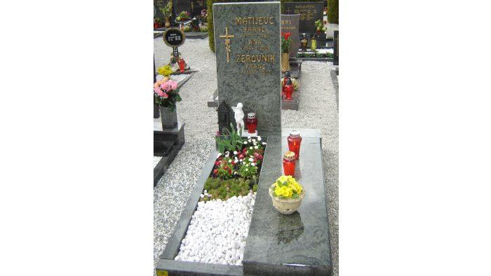 Enojni nagrobni spomenik 41