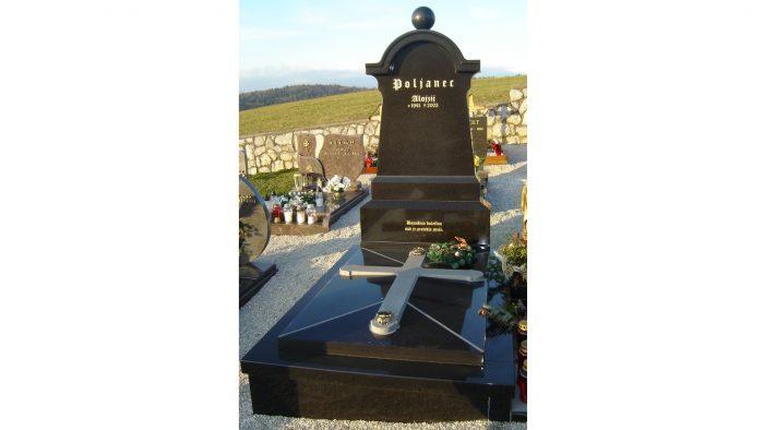 Enojni nagrobni spomenik 43