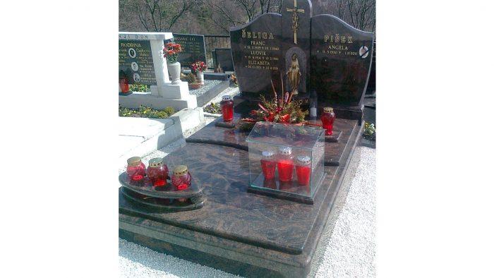 Enojni nagrobni spomenik 44