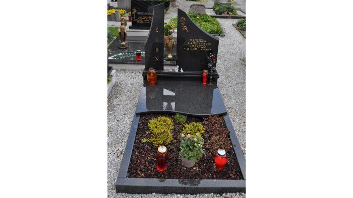 Enojni nagrobni spomenik 51