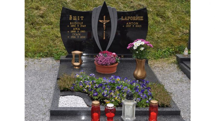 Enojni nagrobni spomenik 52