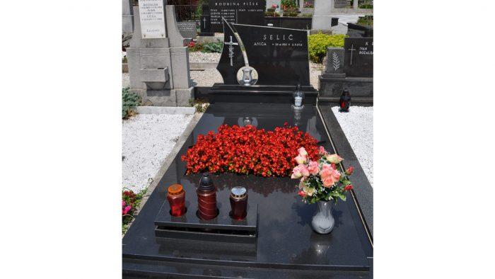Enojni nagrobni spomenik 59