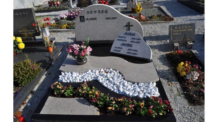 Enojni nagrobni spomenik 6