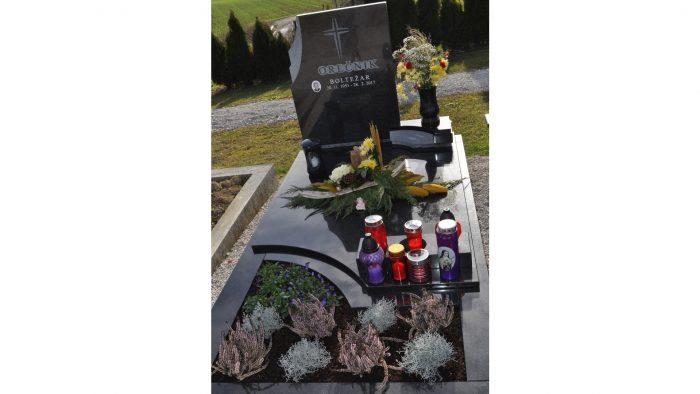Enojni nagrobni spomenik 64