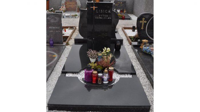 Enojni nagrobni spomenik 9