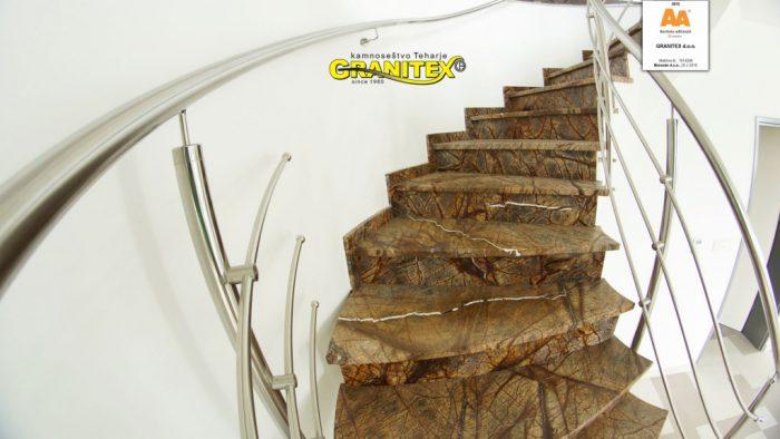 notranje kamnite stopnice