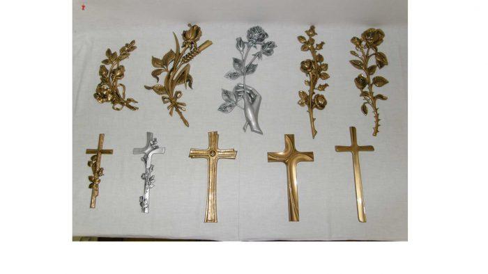 križi in vrtnice na nagrobne spomenike