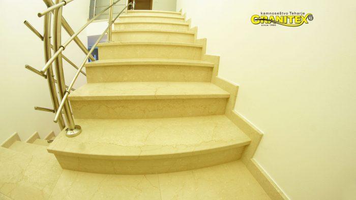 notranje stopnice iz marmorja in granita