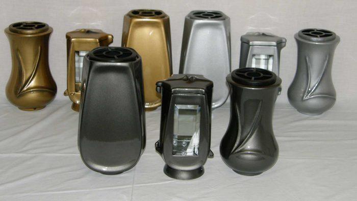 nagrobne lučke in vaze