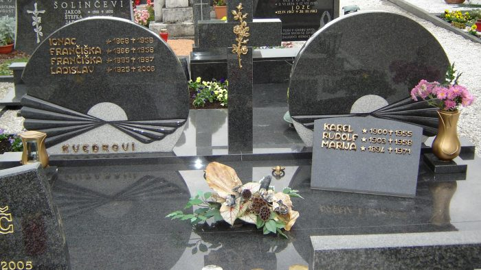 Dvojni nagrobni spomenik 26