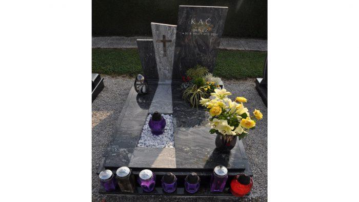 Žarni nagrobni spomenik 10